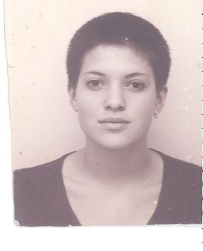 אני בגיל 15. היה חם, והיו לי מספריים.