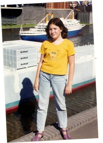 """אני, בגיל 11, בתקופה שבה חשבתי שאני הדבר הכי שמן עלי אדמות. זמן שיא של שנאה עצמית, שתודלקה ע""""י ילדים מנוולים בבי""""ס"""